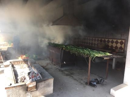 Calçots roasting